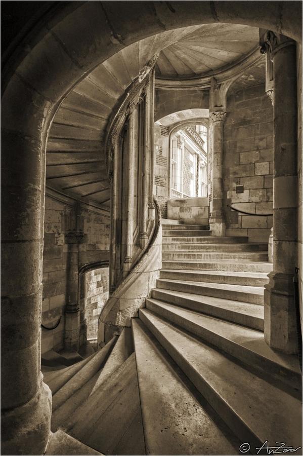Western_Keep_Stairwell.jpg