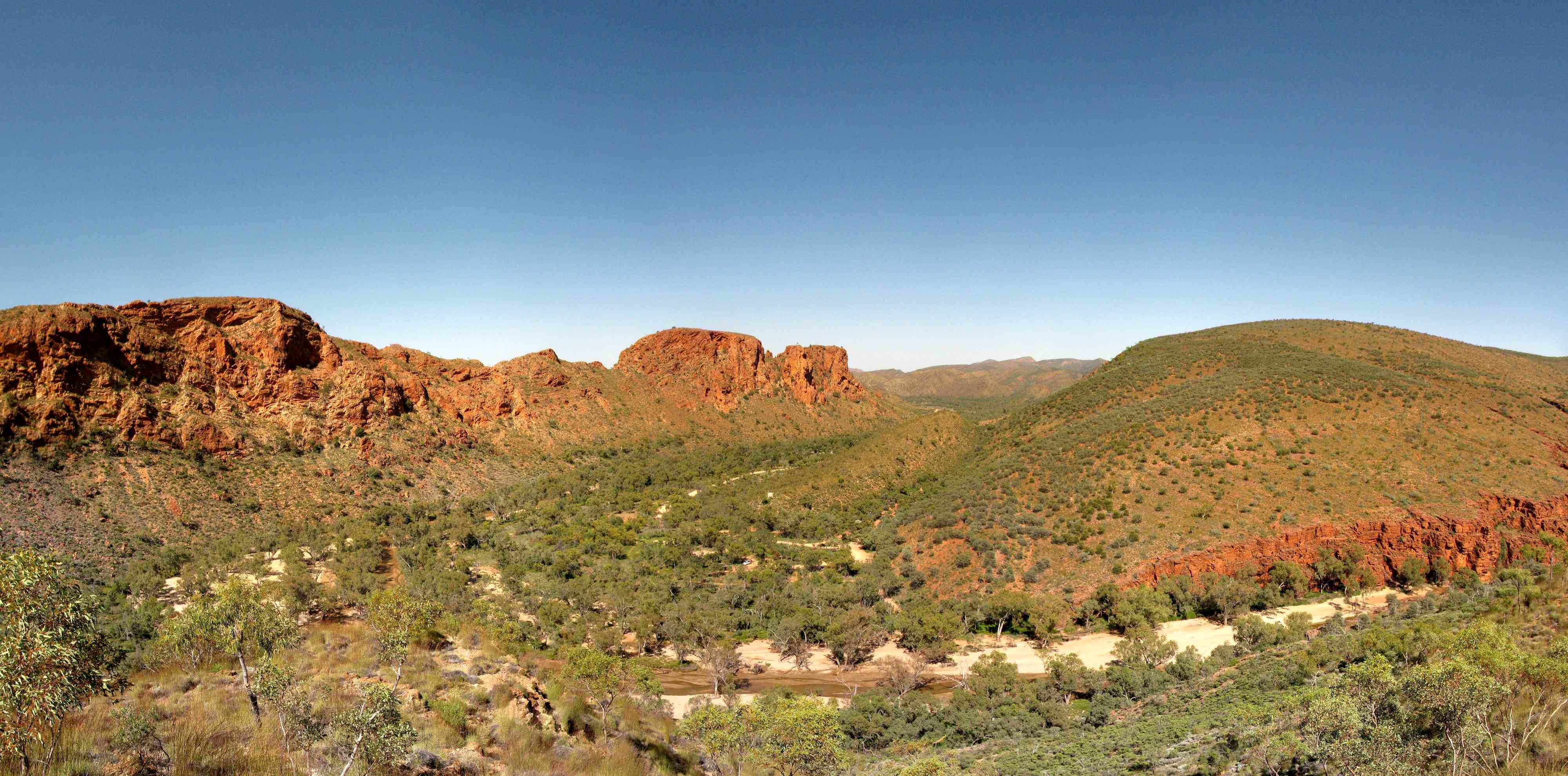 2010.09.27 panorama track view of trephina gorge national park