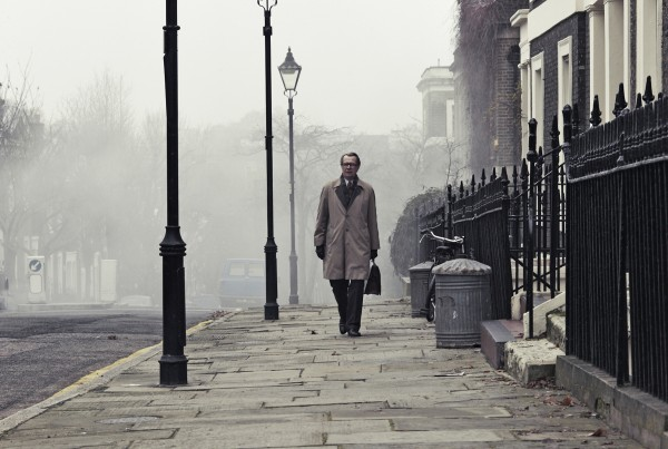 Tinker-Tailor-Soldier-Spy-image-29-600x403_george_smiley_walking_down_street.jpg