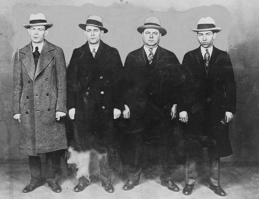 group-of-mobsters-in-the-1920s-left-everett.jpg