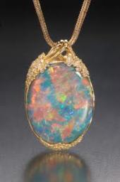 Common opal pendant