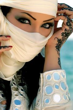 Ashyra Shade-Blossom