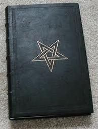 Livro Conjuração de Demônios