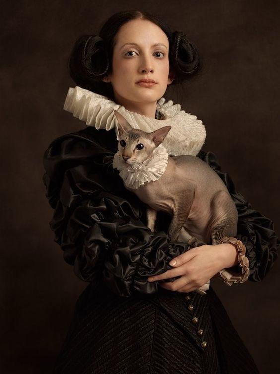 Stephanie von Hindenburg med katten Sibylle