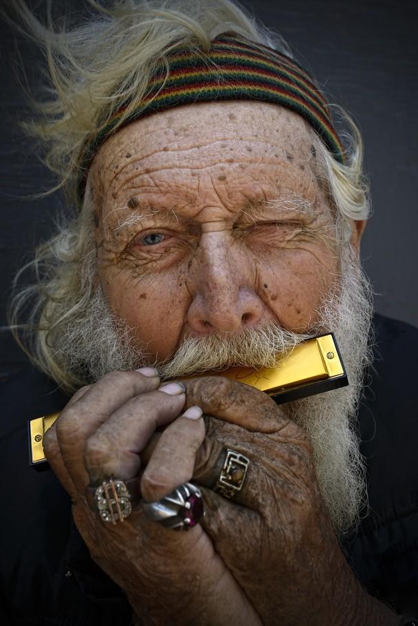 De man met de gouden harmonica