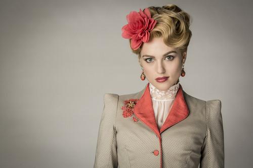 Lucy Westerna